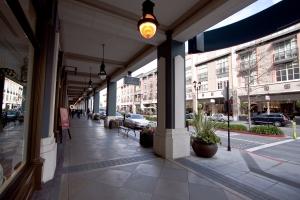 Arcaded sidewalks